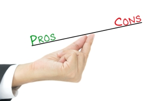 Pros and cons comparison on hand